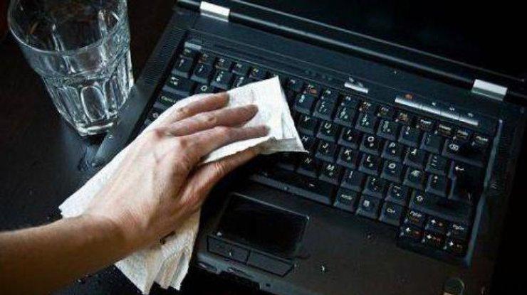 Что делать, если в ноутбук попала жидкость?