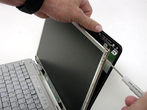 Почему не стоит ремонтировать ноутбук на выезде?